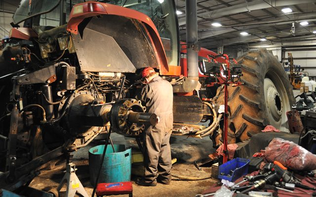 Tractor-repairshop-640x400